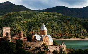 Georgia-Fortress-Ananuri-Trip-02