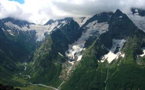 Georgia-The-Caucasus-Mountains